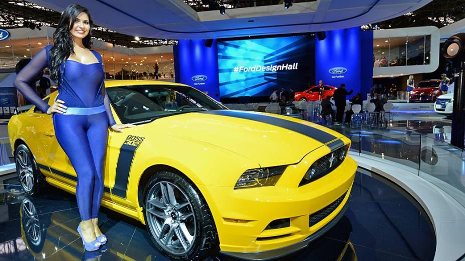 Ford Mustang Boss 302 Laguna Seca - Trata-se de uma versão especial do Mustang 2013 e que conta com um motor V8 5.0 com 450 cv e uma transmissão manual de seis marchas. Segundo a Ford, o 302 Laguna Seca vem ainda com freios Brembo com quatro pistões, discos ventilados e ABS, suspensão rebaixada, amortecedores ajustáveis e rodas de liga leve de 19 polegadas