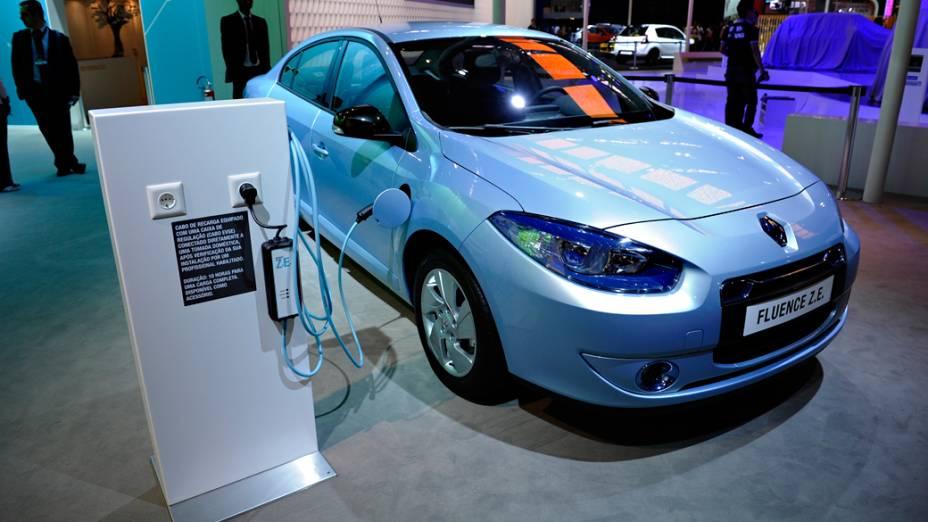 Renault Fluence Z.E. - Versão zero emissões do conhecido sedã Fluence. É equipado com um motor elétrico que desenvolve 95 cv (70 kW) e é capaz de rodar até 180 km. A velocidade máxima é de 135 km/h e para chegar aos 100 km/h são necessários 13 s