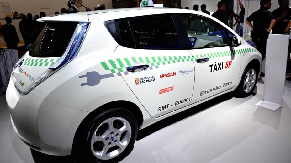 Nissan Leaf táxi - Dois exemplares estão em São Paulo desde junho, trabalhando como táxi como parte de um programa de avaliação da viabilidade do carro elétrico como transporte público na cidade. Até o fim do ano serão 8. São necessários 30 minutos conectados a um ponto de abastecimento de eletricidade para que ele esteja apto a rodar 160 km