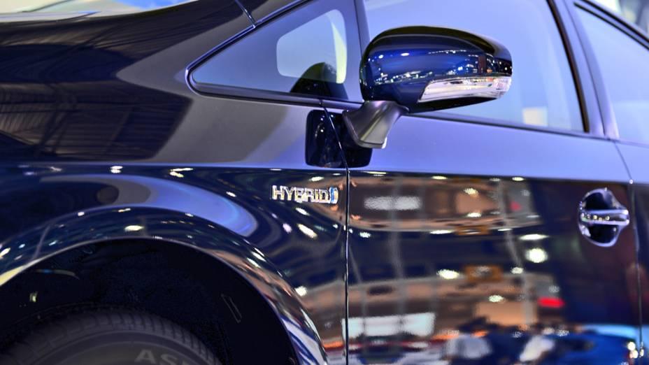 Toyota Prius GS - Versão esportiva do híbrido Prius, sucesso nos Estados Unidos e Japão. Somadas todas as versões disponíveis, o Prius já soma 3,2 milhões de unidades vendidas no mundo. Por aqui ele estreia em janeiro de 2013, nas versão convencional, por 120.000 reais. Ele usa um motor elétrico associado a um gerador elétrico que, juntos, geram 138 cv de potência