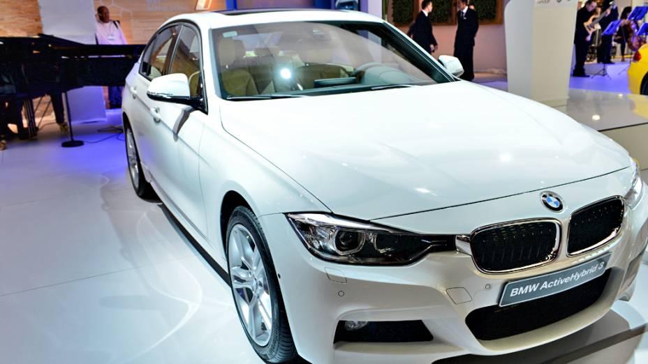 BMW ActiveHybrid 3 - Cotado para chegar ao mercado brasileiro em 2013, o sedã é equipado com um motor a gasolina, de seis cilindros, biturbo, com 306 cv, e que está acoplado a um propulsor elétrico de 55 cv alimentado por baterias de íon-lítio instaladas no porta-malas. Segundo a BMW, ele acelera de 0 a 100 km/h em 5,3 segundos, e atinge médias de consumo de combustível de 16,9 km/l. No modo elétrico, sua autonomia é de apenas quatro quilômetros e a velocidade máxima de 75 km/h