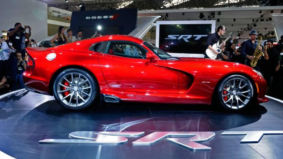 SRT Viper - A nova geração do Viper, que conta com um V10 8.4 de 649 cv, começa a ser vendida nos EUA a partir do mês que vem por cerca de 98.000 dólares. Apesar da presença no Salão de SP, ele não deve chegar aqui tão cedo