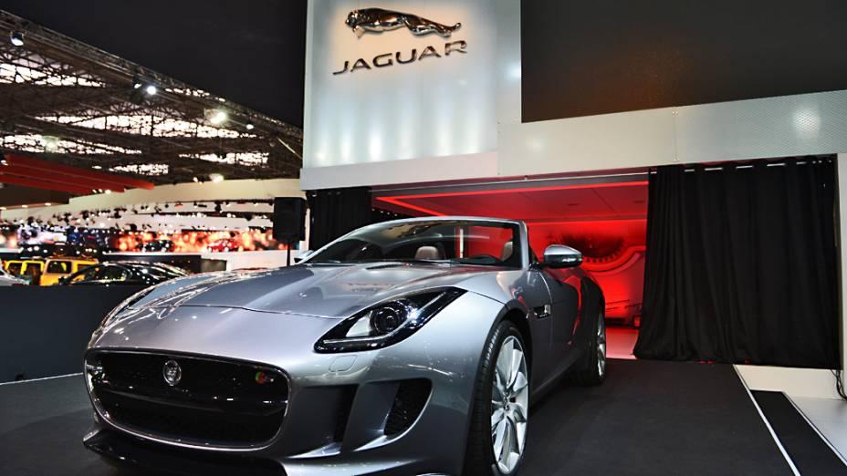 Jaguar F-Type - Primeiro esportivo de dois lugares produzido pela Jaguar desde o lendário E-Type, o conversível vem com tração traseira e três opções de motores: dois V6 de 340 cv e 380 cv e um V8 de 495 cv. Sua chegada ao país acontece no início de 2013