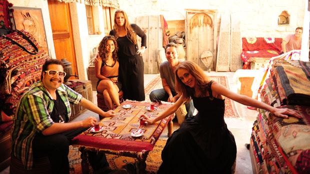 Elenco de <em>Salve Jorge</em> mostra os bastidores da novela ao <em>Fantástico</em>
