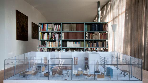Dupla de arquitetos japoneses Kazuyo Sejima e Ryue Nishizawa apresentaram uma nova maquete ao espaço dedicado à biblioteca, na Casa de Vidro