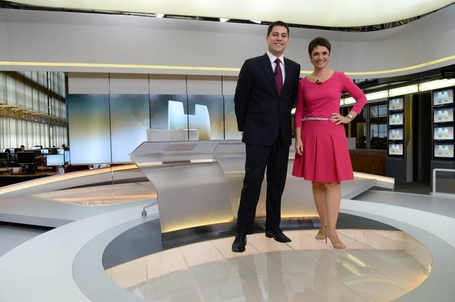 Evaristo Costa e Sandra Annenberg no cenário do Jornal Hoje