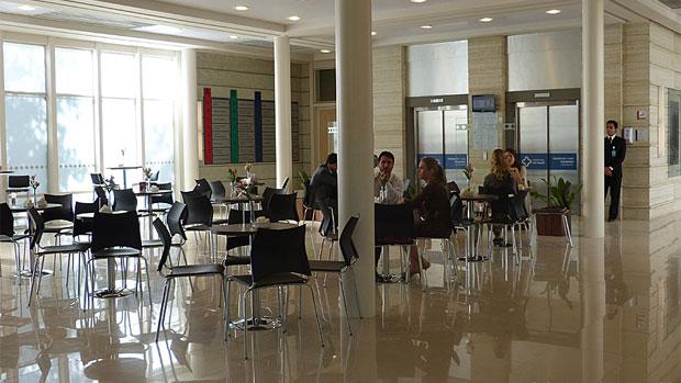 Cafeteria do hospital San Magno, na novela <em>Amor à Vida</em>