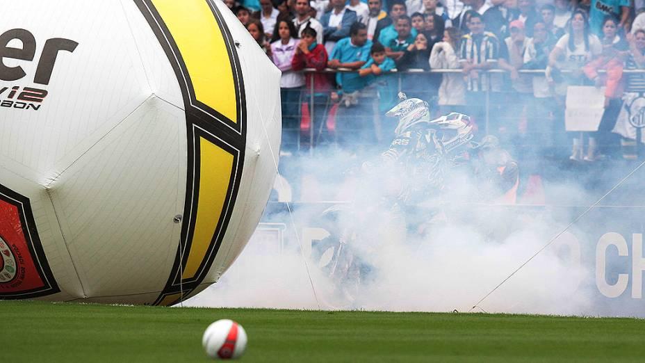 Motociclistas antes da partida entre Santos e Guarani, pela final do Paulista, no estádio do Morumbi, em São Paulo