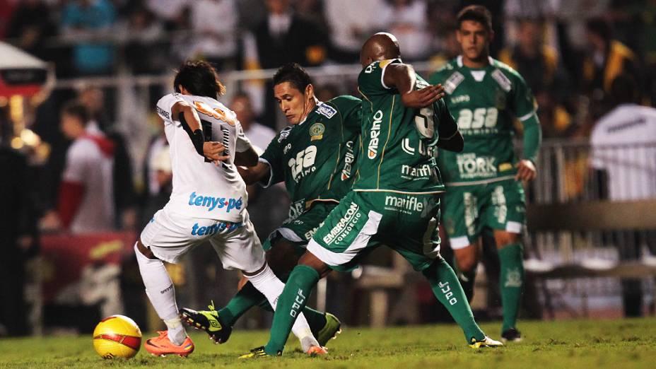 Neymar em lance da partida contra o Guarani, no estádio do Morumbi, em São Paulo