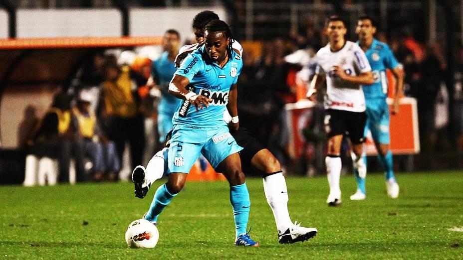 Lance do jogador Arouca durante partida entre Corinthians e Santos, no estádio do Pacaembu