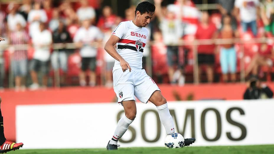 Jogadores Luís Fabiano e Paulo Henrique Ganso, do São Paulo, comemoram gol contra o Botafogo pelo Campeonato Brasileiro, no Morumbi