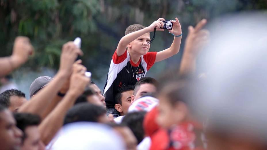 Torcedores do São Paulo antes de partida contra o Corinthians no estádio do Morumbi