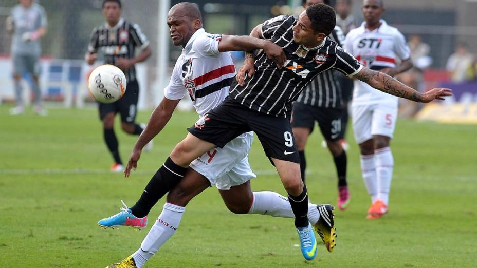 Partida entre São Paulo e Corinthians na semifinal do Campeonato Paulista no estádio do Morumbi