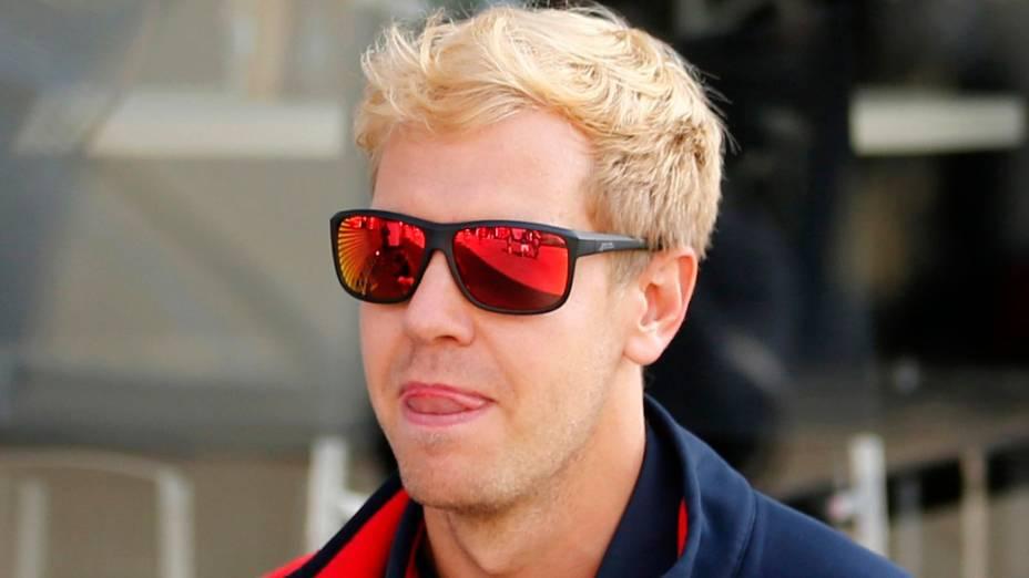 O piloto Sebastian Vettel apareceu com os cabelos descoloridos nesta quinta, na Bélgica