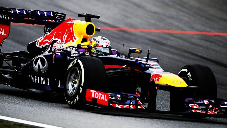Sebastian Vettel largou em primeiro, chegou em primeiro e igualou recorde de vitórais na temporada