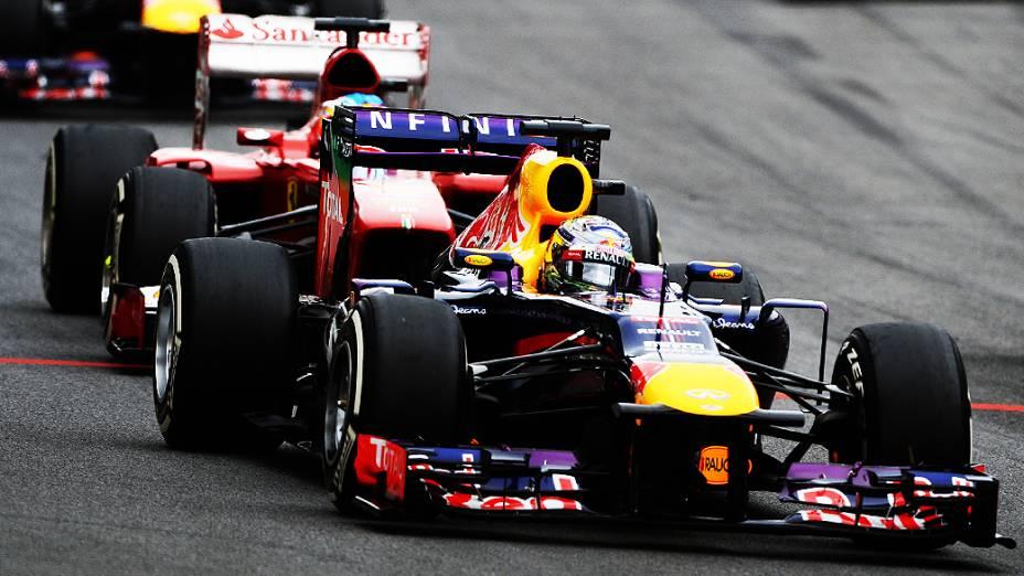 Sebastian Vettel larga em primeiro e mantém a posição no GP de Interlagos, em São Paulo