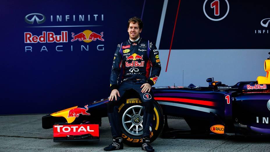 Com Sebastian Vettel a Red Bull lançou nesta terça-feira (28) seu novo carro para a temporada 2014 da categoria, o RB10