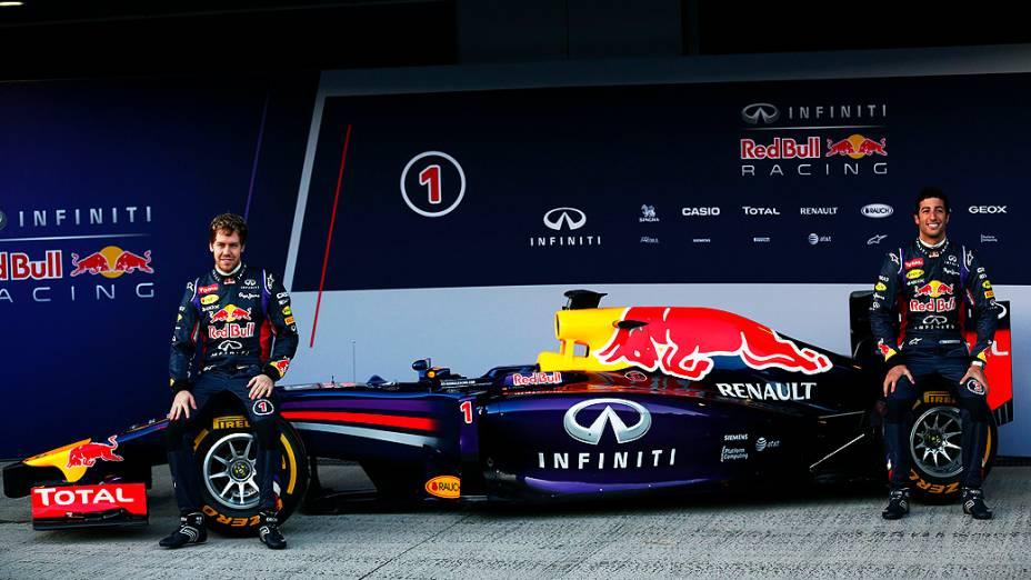 Com Sebastian Vettel e Daniel Ricciardo a Red Bull lançou nesta terça-feira (28) seu novo carro para a temporada 2014 da categoria, o RB10