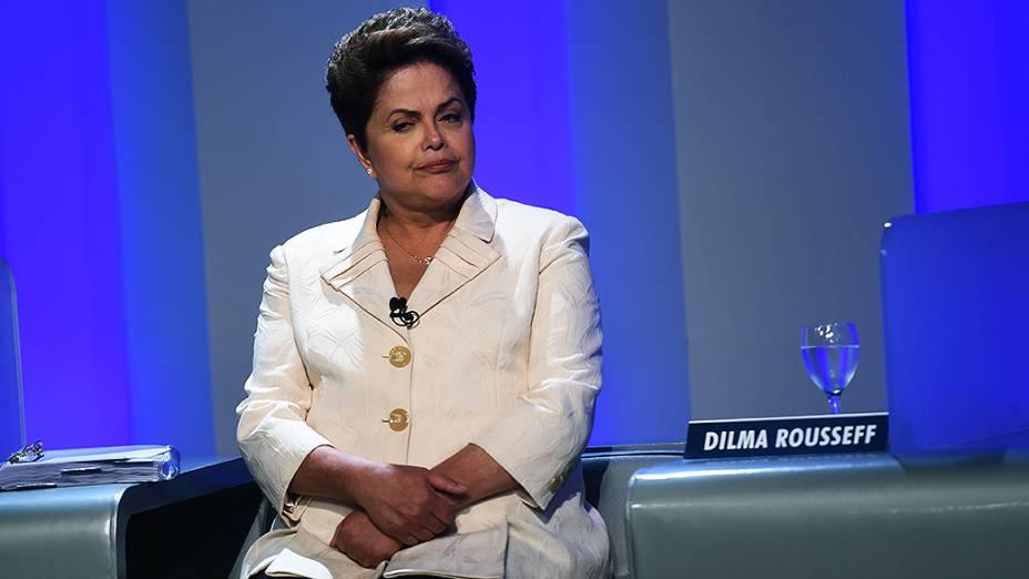 A candidata do PT à Presidência da República, Dilma Rousseff, antes do debate promovido pela Globo, no Rio