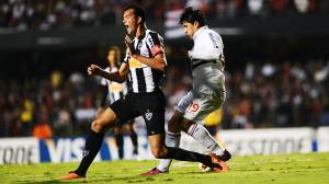 O zagueiro Réver, do Atlético-MG contra o São Paulo pela última rodada da fase de grupos da Copa Libertadores 2013