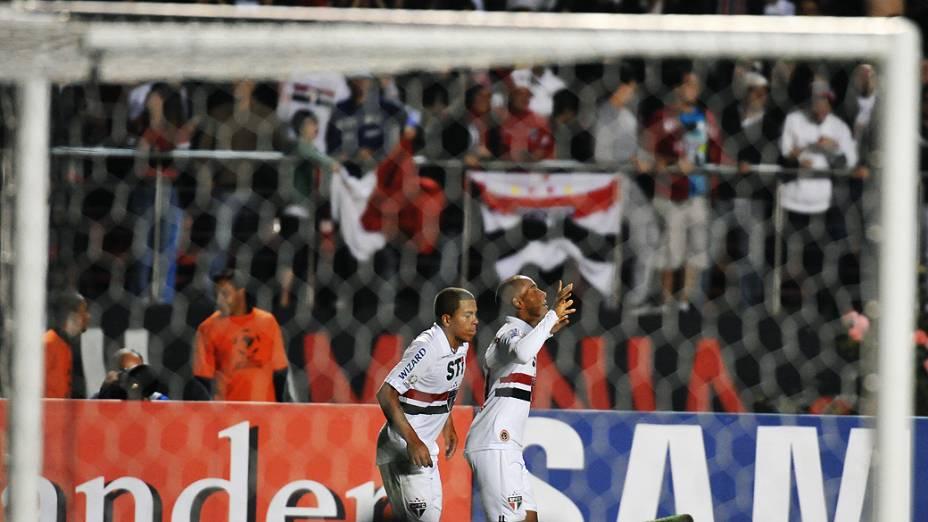 Ademilson comemora o segundo gol do São Paulo no Morumbi