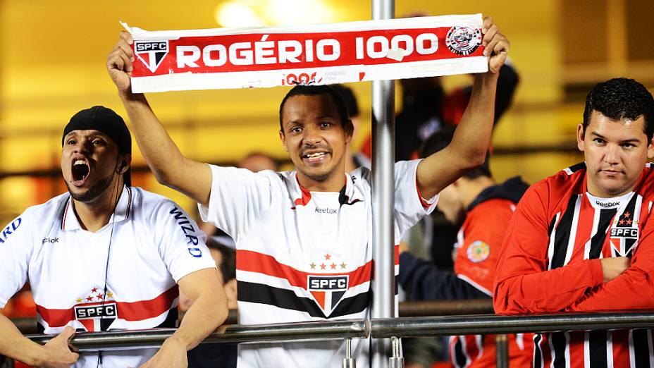 Torcida do São Paulo comemora classificação à próxima fase da Libertadores