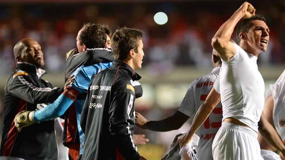Jogadores comemoram a classificação do São Paulo para próxima fase da Libertadores