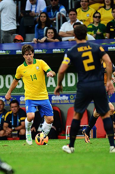 Maxwell durante o amistoso entre Brasil e Austrália no estádio Mané Garrincha em Brasília