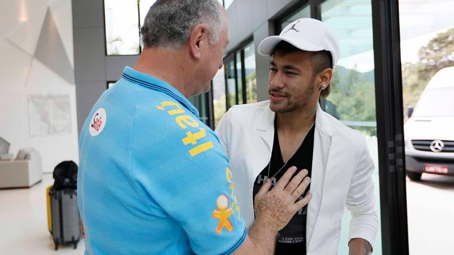 Felipão recebe Neymar na Granja Comary, no Rio de Janeiro