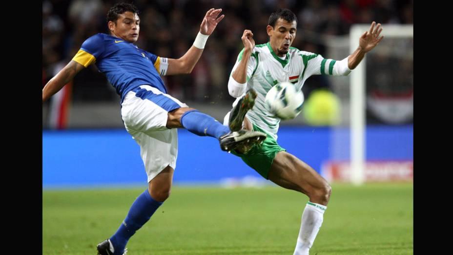 Thiago Silva durante o jogo contra o Iraque