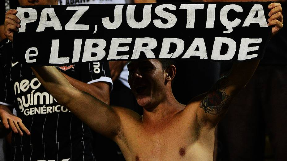 O Corinthians voltou a jogar no Pacaembu contra o Tijuana do México. O Timão contou com a força de sua torcida