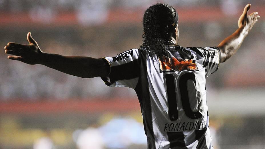 Ronaldinho Gaúcho durante vitória do Atlético-MG contra o São Paulo por 2 a 1 no Estádio do Morumbi nesta quinta-feira (02)