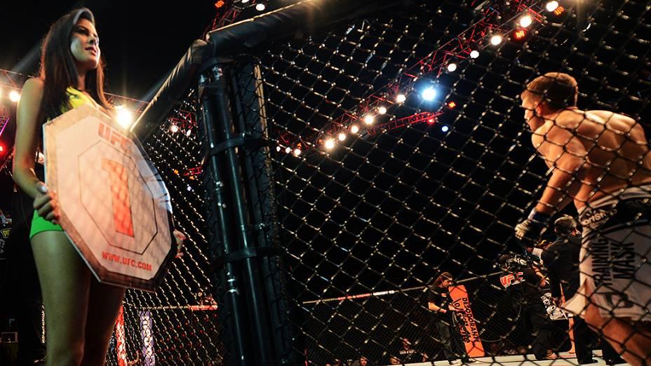 Camila Oliveira a ring girl brasileira do UFC São Paulo