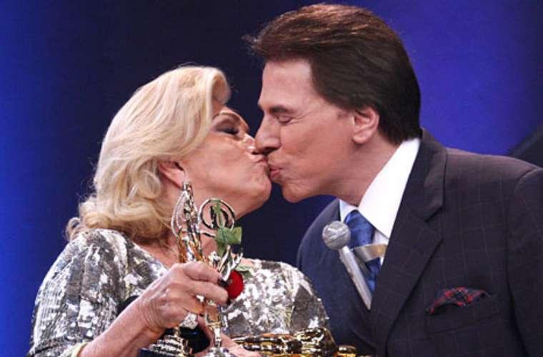 Depois de muita insistência dela, Silvio Santos dá o selinho no Troféu Imprensa 2009, quando recebeu o prêmio de melhor apresentadora de TV.