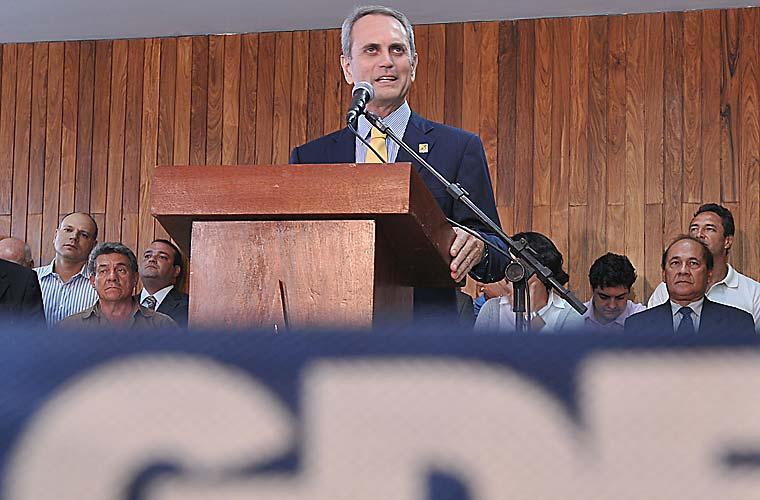 Durante pronunciamento nesta quinta, o governador em exercício do Distrito Federal, Paulo Octávio, disse que a carta de renúncia está pronta, mas permancerá no cargo. (Agência Brasil).