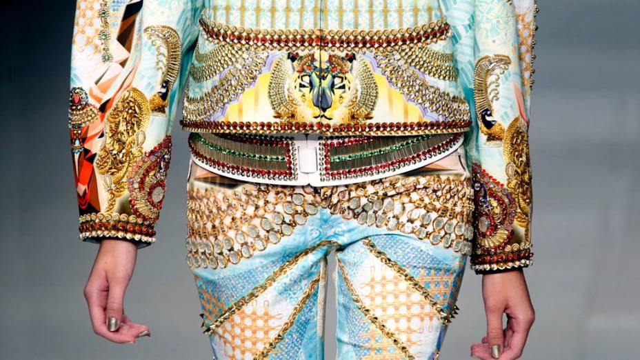 Desfile do estilista Manish Arora na Semana de Moda de Paris