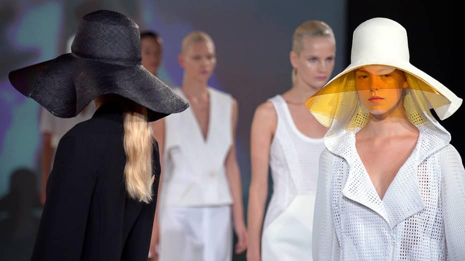Desfile da grife Chalayan na Semana de Moda de Paris