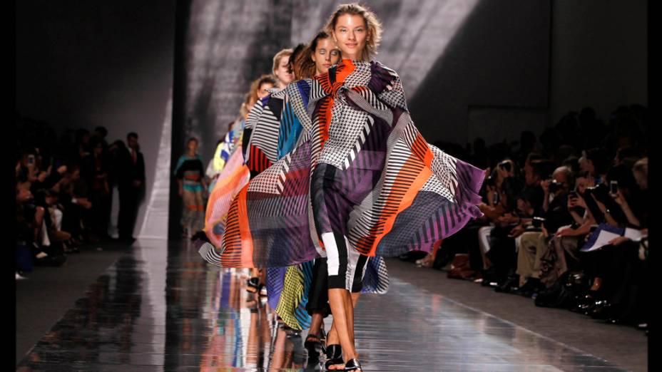 Coleção Primavera-Verão 2013 da grife Issey Miyake na Semana de Moda de Paris