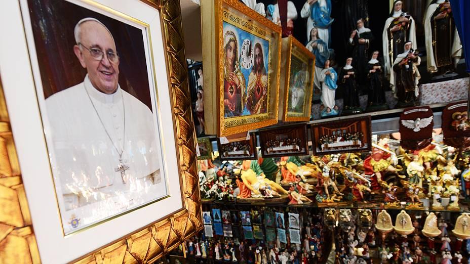 Vendedores esperam romeiros na Basílica de Nossa Senhora Aparecida