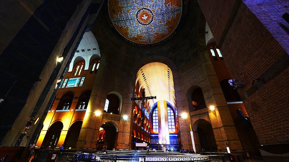 Vista interna da Basílica de Nossa Senhora Aparecida