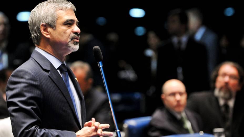 Senador Humberto Costa (PT-PE) solicita prazo maior para manifestação da acusação e da defesa na sessão do Plenário que examina o processo de cassação do senador Demóstenes Torres (sem partido-GO)
