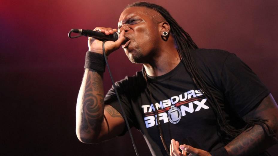 O vocalista Derrick Green durante o show do Sepultura no palco Sunset, no terceiro dia do Rock in Rio, em 25/09/2011