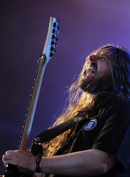 O guitarrista Andreas Kisser durante o show do Sepultura no palco Sunset, no terceiro dia do Rock in Rio, em 25/09/2011