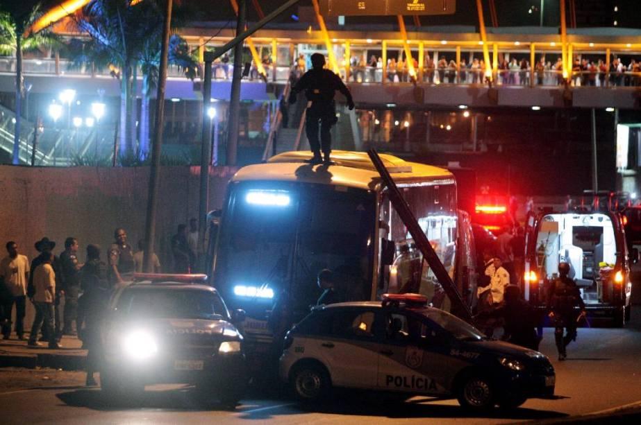 Sequestro de ônibus no Rio termina com cinco feridos