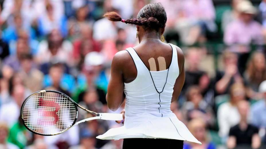 Em Londres, a tenista americana Serena Williams durante partida contra a francesa Aravane Rezai no Torneio de Wimbledon