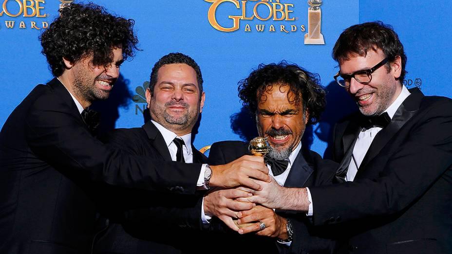 Armando Bo, Alexander Dinelaris, Jr., director Alejandro Gonzalez Iñarritu e Nicolas Giacobone, durante 72ª edição do Globo de Ouro, prêmio da associação de correspondentes de Hollywood que elege os melhores do cinema e da TV, em Los Angeles, nos EUA