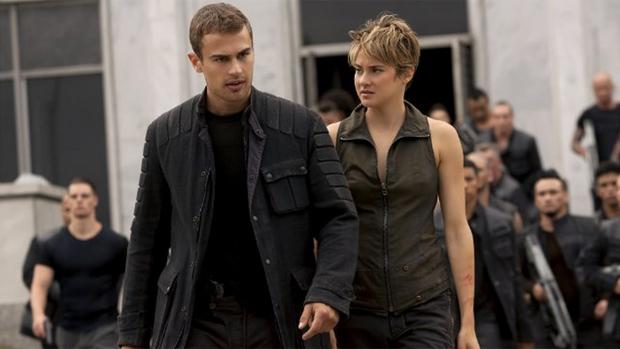 Shailene Woodley(Tris) e Theo James (Four) no filme A Série Divergente: Insurgente