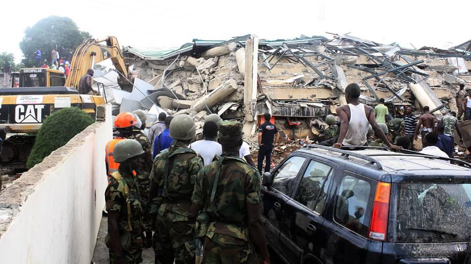 Um shopping de seis andares desabou na manhã desta quarta-feira no centro de Accra, capital de Gana