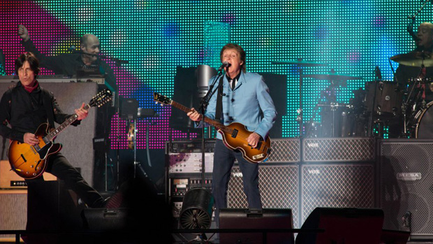 Paul McCartney durante a turnê <em>Out There!</em>, em Belo Horizonte