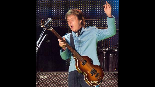 Paul McCartney durante show no estádio Mineirão, em Belo Horizonte